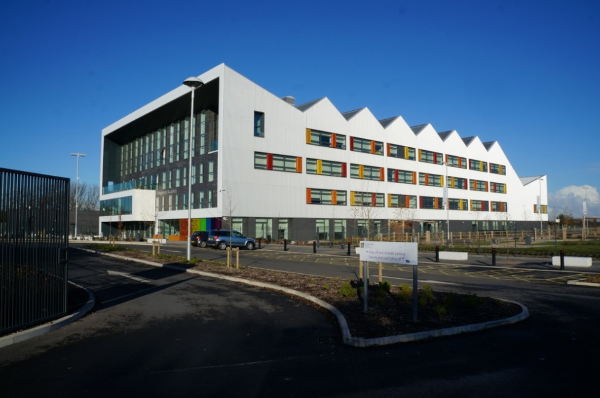 External view of Kingswood Academy, Hull.